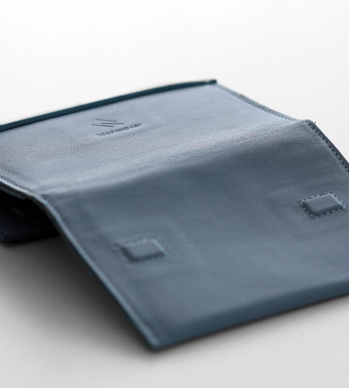 zsofihidasi_falling_wallet_blue_s_2