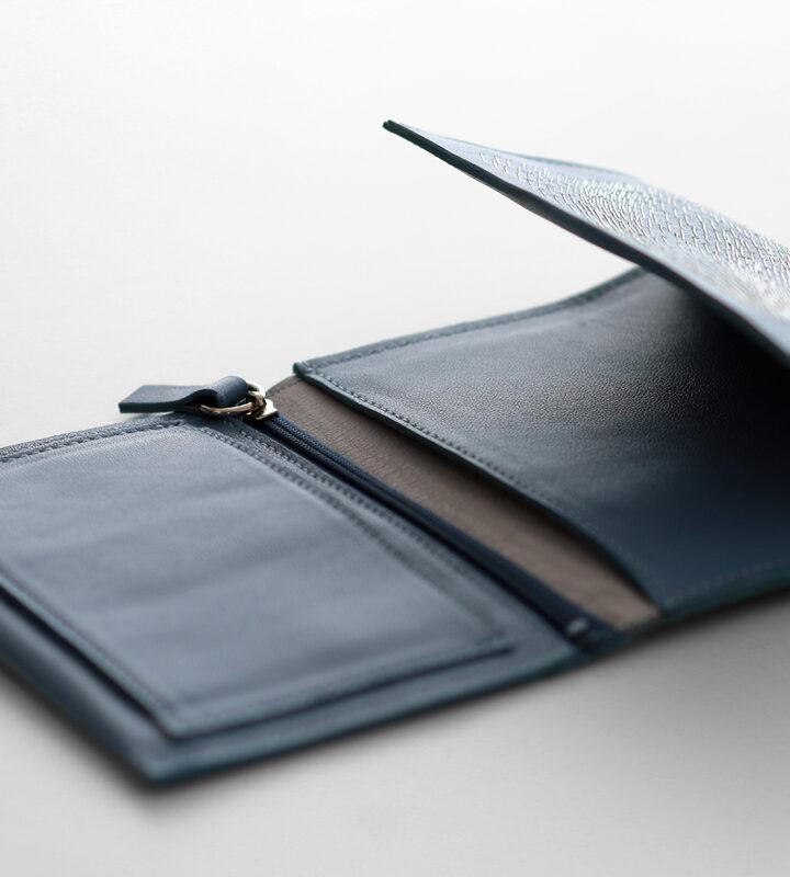 zsofihidasi_falling_wallet_blue_s_3