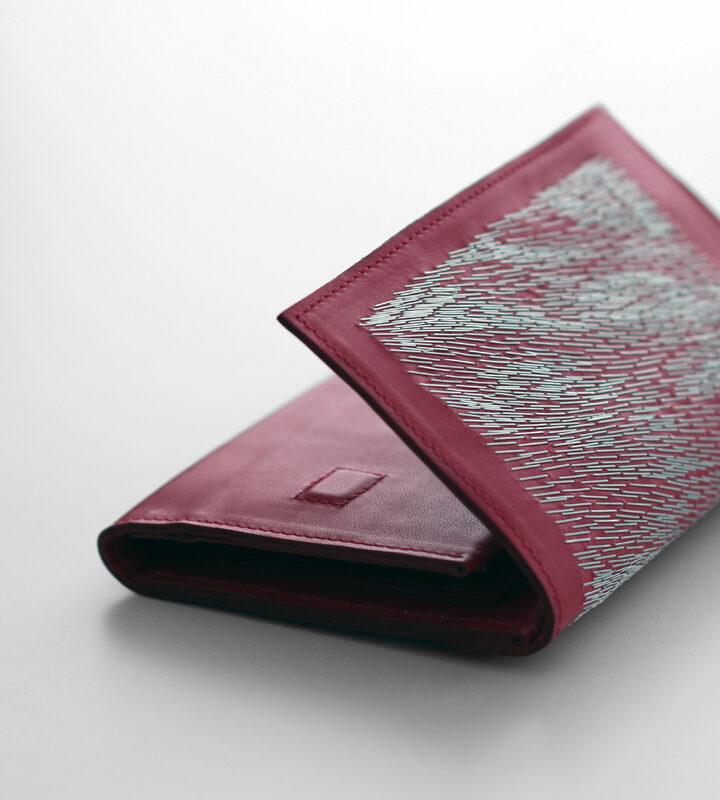 zsofihidasi_falling_wallet_red_s_2